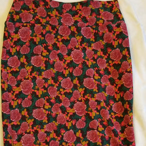 LulaRoe M Cassie Skirt Roses Green Red Pink